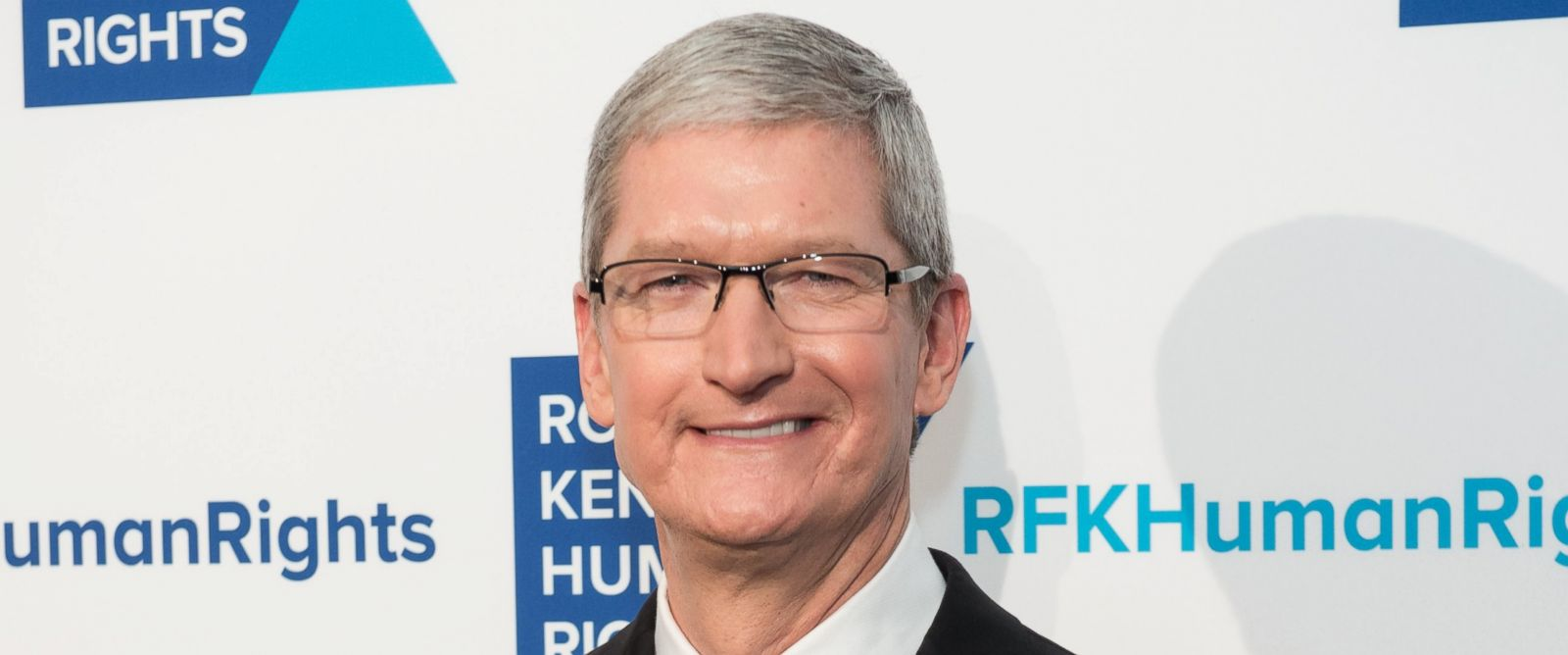 PHOTO: Tim Cook attends the Robert F. Kennedy human rights 2015 Ripple of Hope awards, Dec, 8, 2015, New York City.