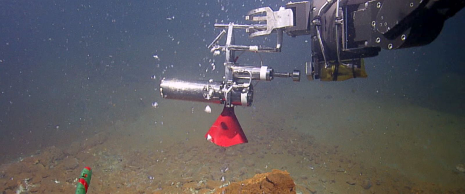 """PHOTO: View from """"Hercules,"""" a 5,000-pound submersible used by Robert Ballard and his team."""