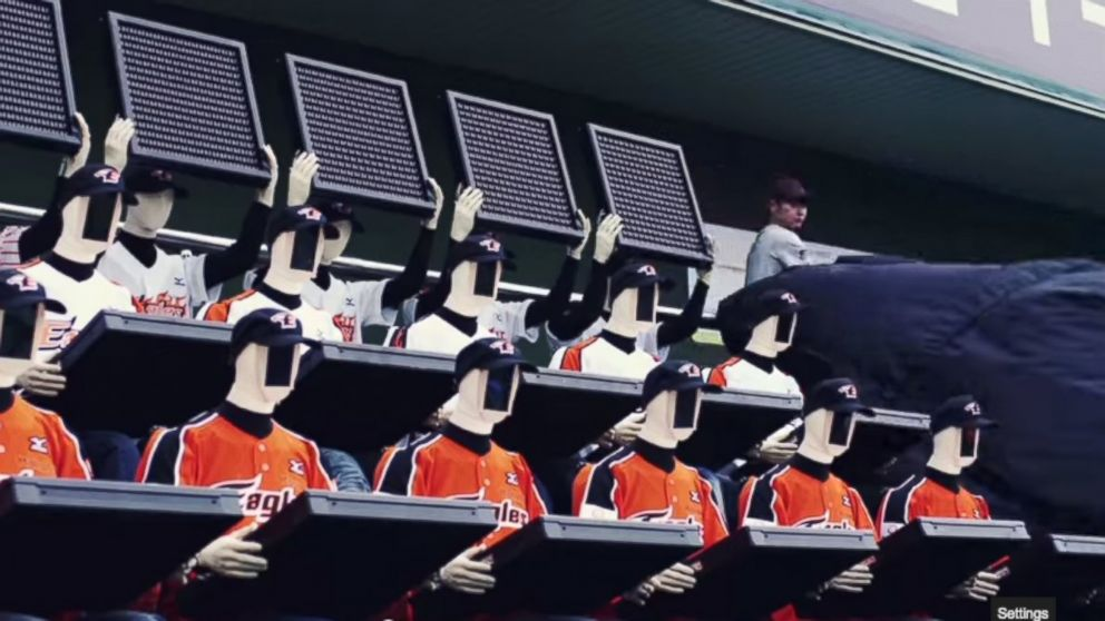 PHOTO: One Korean baseball team has turned to robotic fans to fill se