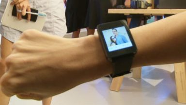 PHOTO: ABC News reporter Alyssa Newcomb interacts with an Android Wear smartwatch.
