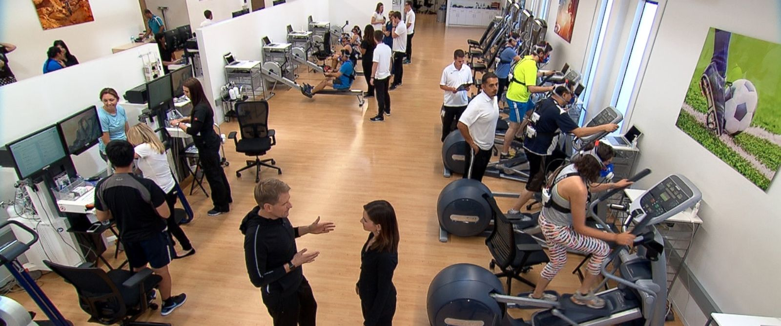 ABCs Rebecca Jarvis talks with Apples Jay Blahnik inside the companys top secret health and fitness lab used in developing the Apple Watch.