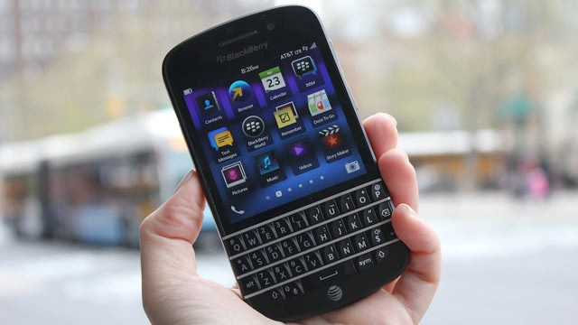 PHOTO: The BlackBerry Q10 has a physical keyboard.