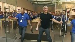 VIDEO: Tim Cook opened the doors to the Apple store in Palo Alto, Calif., and posed for selfies.