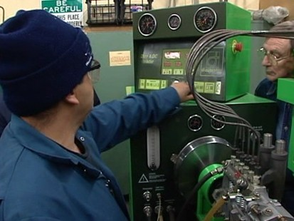 VIDEO: Workers train for green jobs