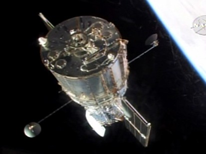 VIDEO: Astronauts release Hubble into orbit