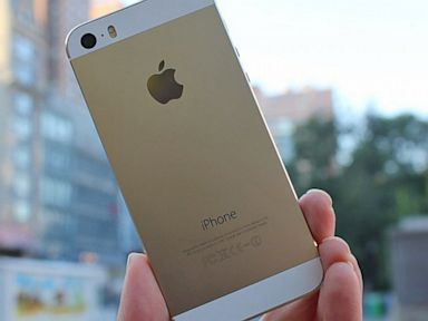PHOTO: Gold iPhone 5s