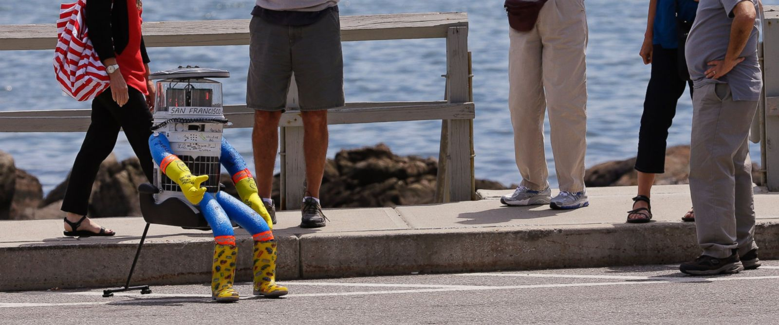 Good Morning America Robot : The world mourns hitchbot hitchhiking robot abc news
