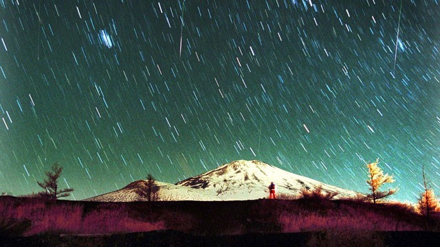 PHOTO: Leonid meteors are seen streaking across the sky over snow-capped Mount Fuji, Japan's highest mountain, Nov. 19, 2001, in this 7-minute exposure photo.