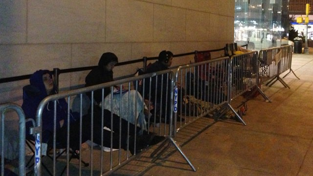 PHOTO:&nbsp;A line forms in front of the Upper West Side Apple Store in New York City before the iPhone 5 goes on sale Friday, September 21, 2012.