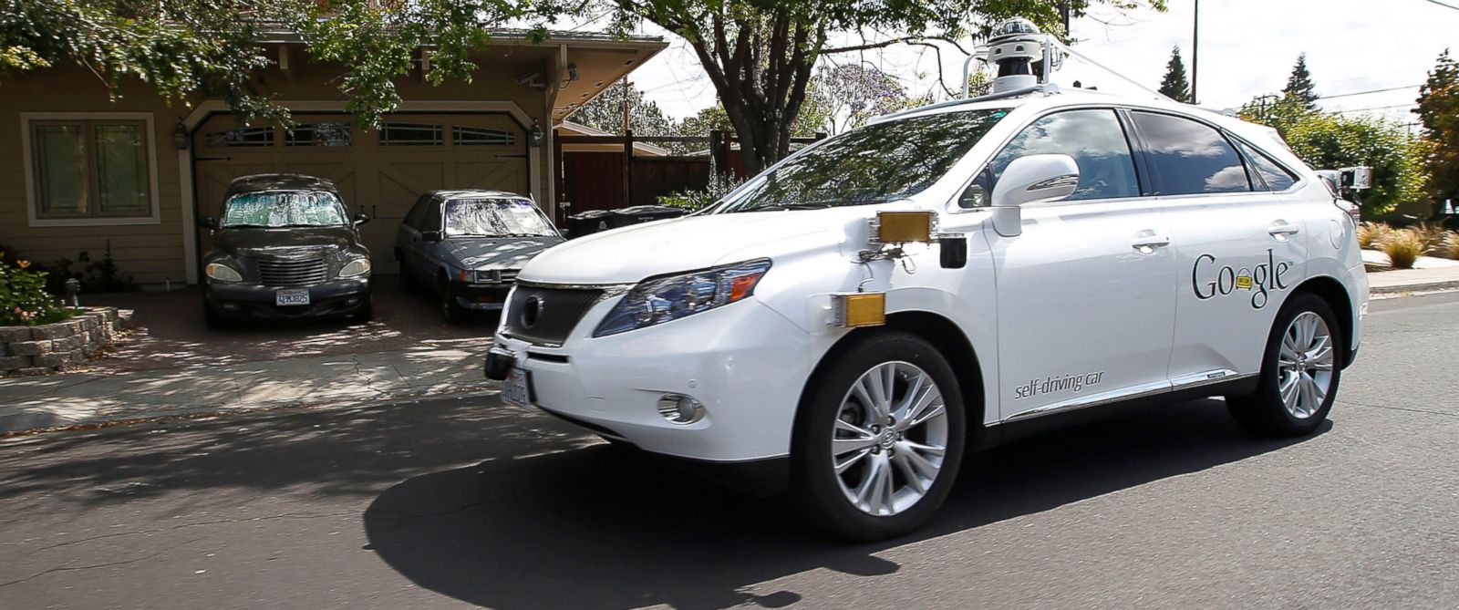 PHOTO: Googles self-driving Lexus drives along street during a demonstration at Google campus on May 13, 2015, in Mountain View, Calif.