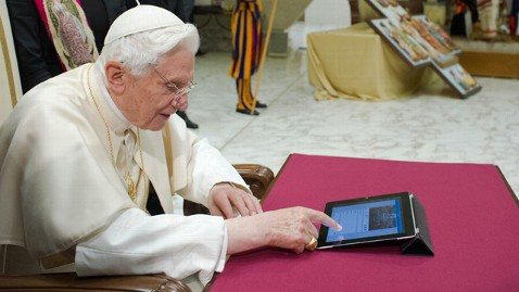ap pope benedict tweets 1st time thg 121212 wblog No Tweet? Popes Twitter, @Pontifex, Silent After Resignation