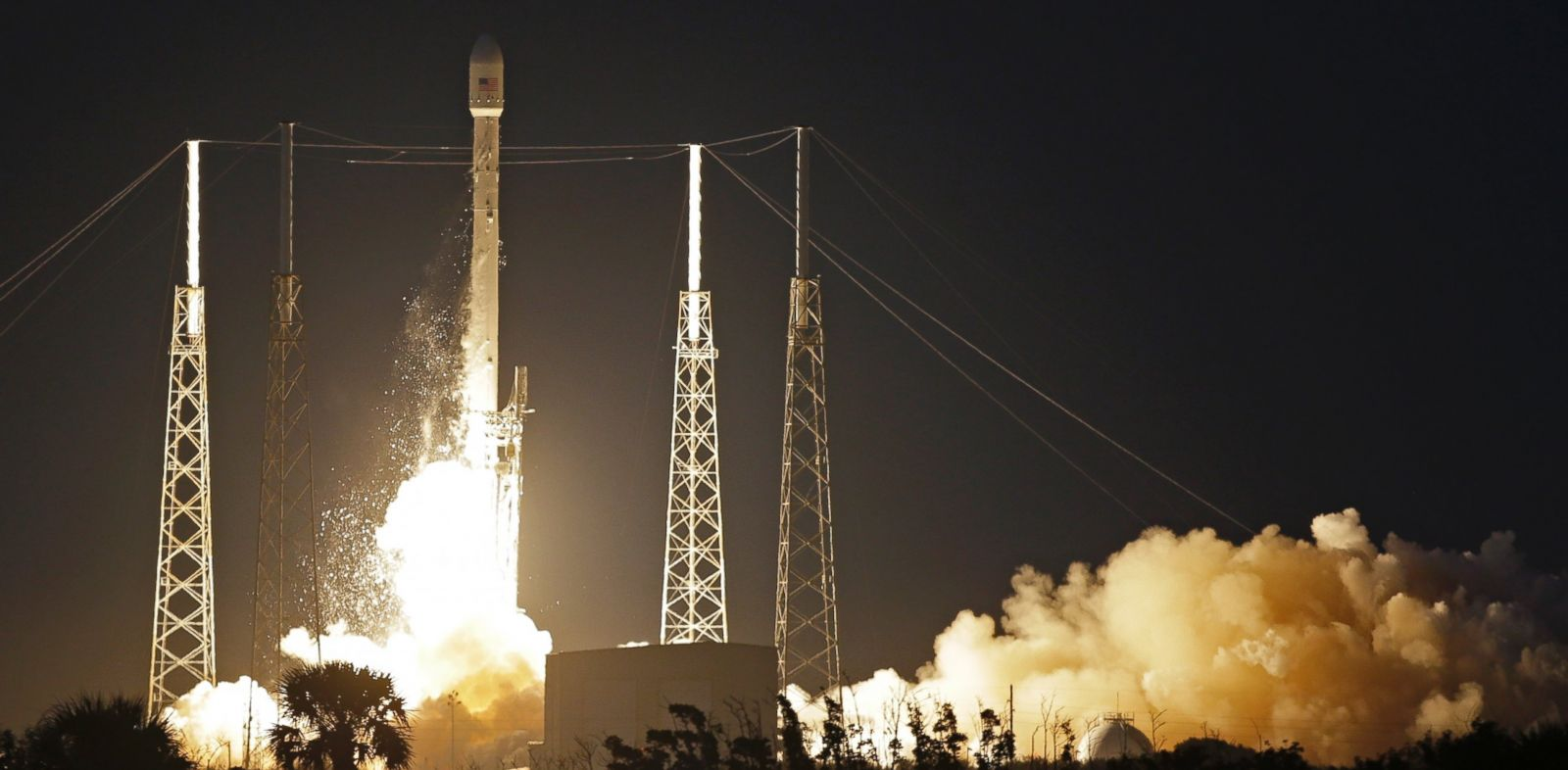PHOTO: A Falcon 9 SpaceX rocket lifts off from Launch Complex 40 at the Cape Canaveral Air Force Station in Cape Canaveral, Fla., Dec. 3, 2013.