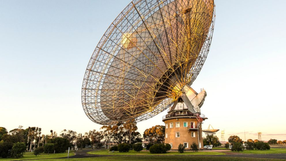 PHOTO: The Parkes radio telescope is pictured on June 18, 2014 in Parkes, NSW, Australia.