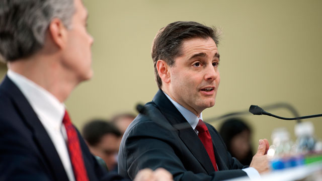 PHOTO: FCC Chairman Julius Genachowski will unveil new initiatives to protect consumers and curb smartphone thefts, April 10, 2012.