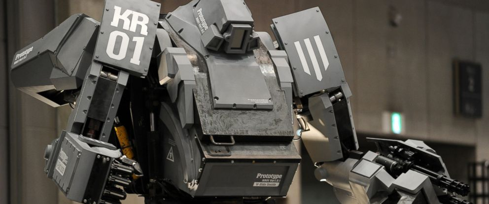 """PHOTO: Japanese electronics company Suidobashi Heavy Industry unveils its latest robot """"Kuratas"""" at the Wonder Festival in Tokyo, July 29, 2012."""