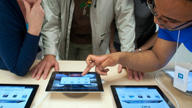 PHOTO: Don't Buy an iPad 2 Now