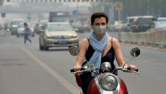 PHOTO:&nbsp;A foreign resident wears a mask as air pollution shrouds Beijing, May 6, 2013.