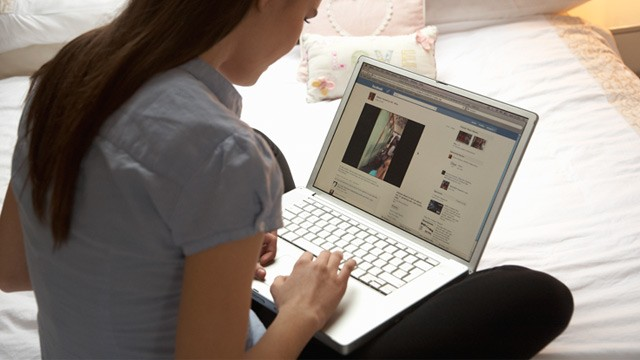 PHOTO: Woman using a laptop