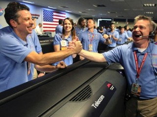 Photos: NASA Rover Curiosity Touches Down on Mars