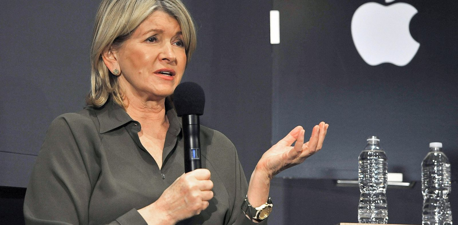 PHOTO: Martha Stewart visits Apple Store Soho to discuss her new iPad apps,Dec. 8, 2010 in New York City.
