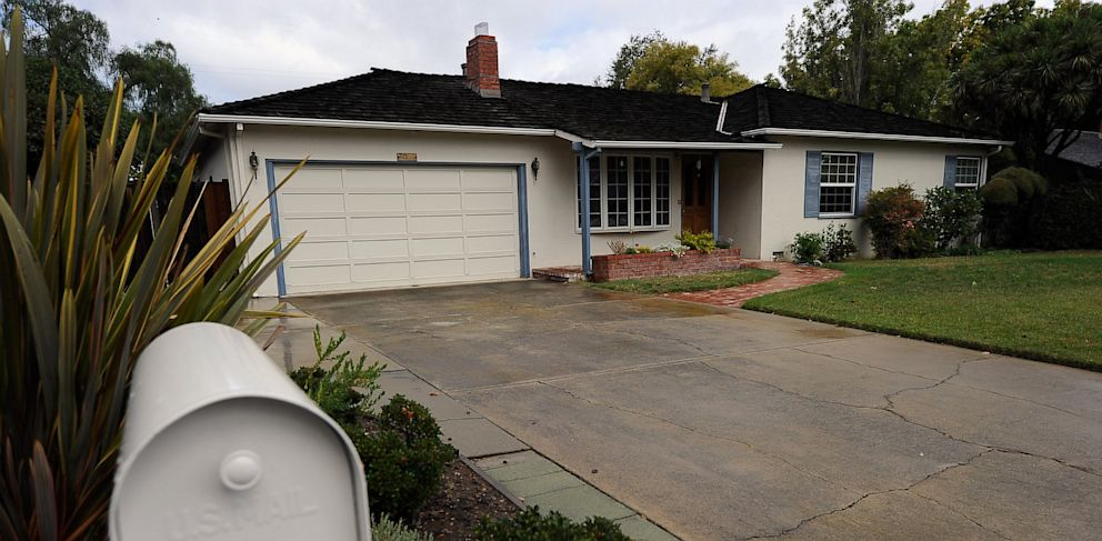 PHOTO: Steve Jobs childhood house and garage where he and Steve Wozniak created the Apple computer is seen on October 6, 2011 in Los Altos, Calif.