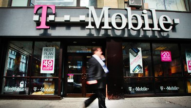 PHOTO: T-Mobile's Simple Choice plans don't require customers to sign a two-year contract.