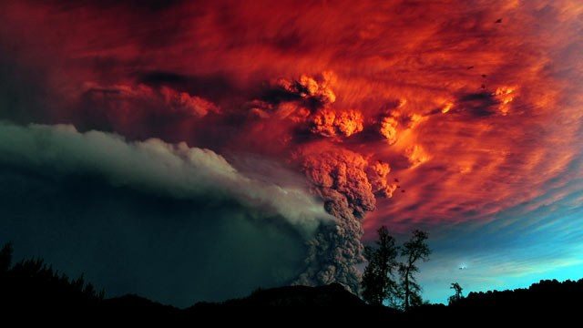 PHOTO: A cloud of ash billowing from Puyehue volcano near Osorno in southern Chile, 870 km south of Santiago, on June 5, 2011.