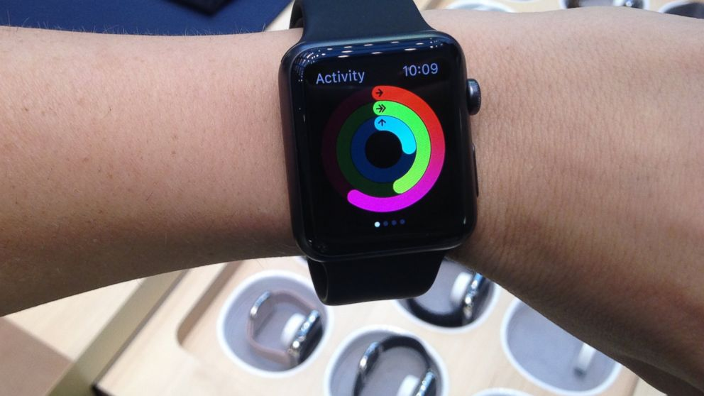 PHOTO: ABC News technology editor Alyssa Newcomb tries on an Apple Watch Sport.