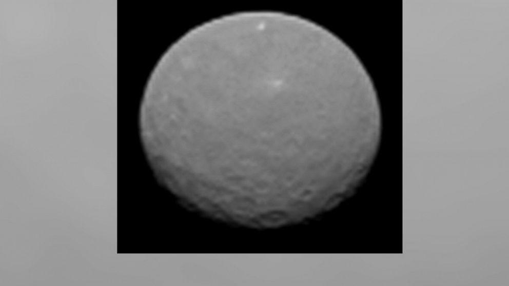 ht_dwarf_planet_kab_150205_16x9_992.jpg