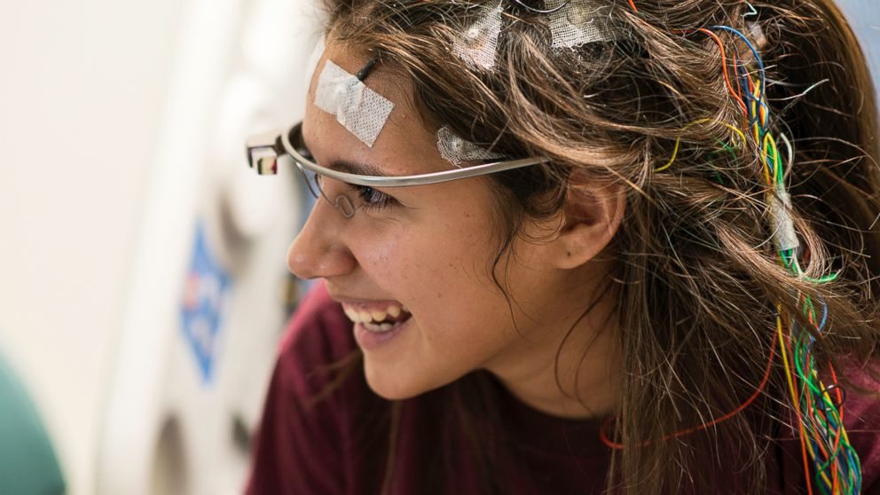 PHOTO: Cheyenne West, 15, uses Google Glass to take a virtual visit to the zoo at Houston' Children's Memorial Hermann Hospital in Houston, Texas.