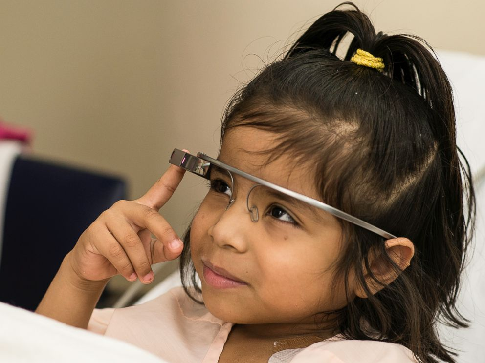 PHOTO: Madeline Canales, 6, uses Google Glass to take a virtual visit to the zoo at Houston' Children's Memorial Hermann Hospital in Houston, Texas.
