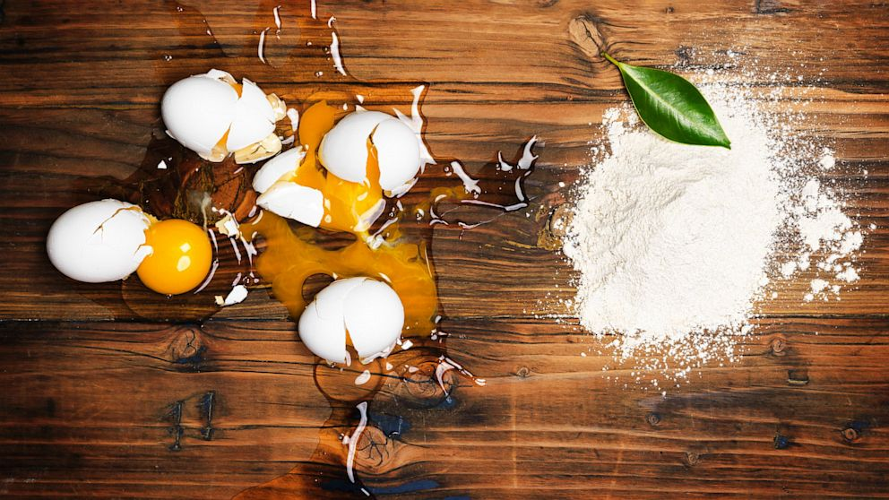 PHOTO: Eggs and plant powder