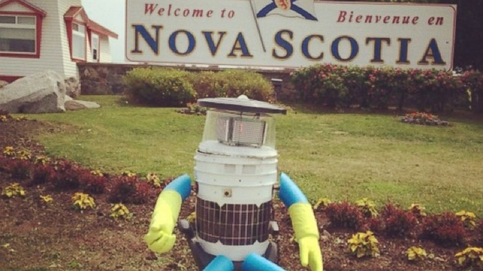 PHOTO: HitchBOT is a robot making its way across Canada this summer.