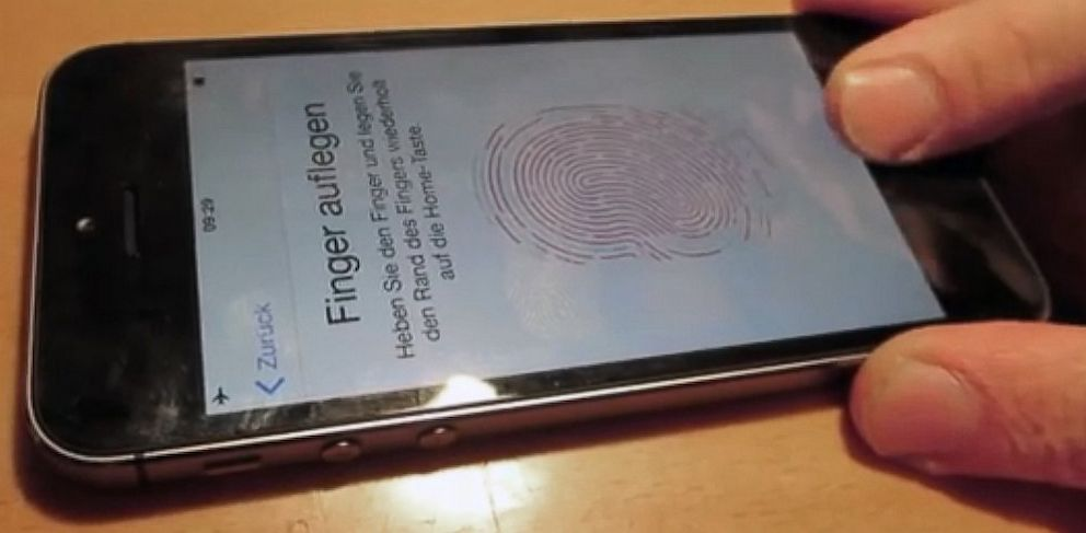 PHOTO: iPhone 5S fingerprint sensor