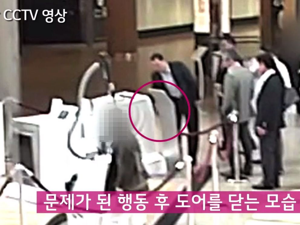 PHOTO: LG Electronic Home Appliance Company President and CEO Seong-Jin Jo and other LG employees appear in this screen grab from a CCTV video posted to Youtube by LG on Feb 15, 2015.
