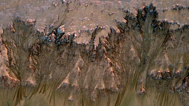 PHOTO: Possible water flow on Mars