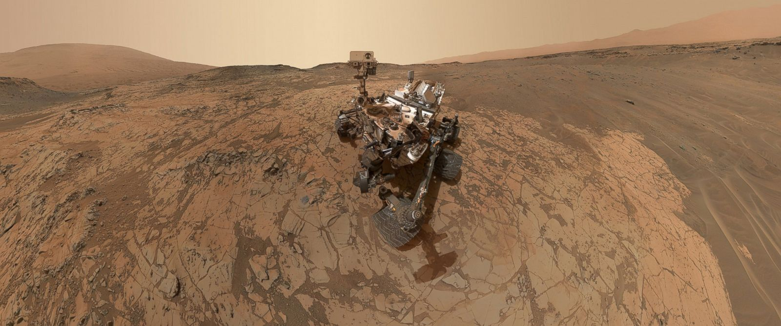 Mars Rover Curiosity Snaps a Selfie on the Red Planet ...