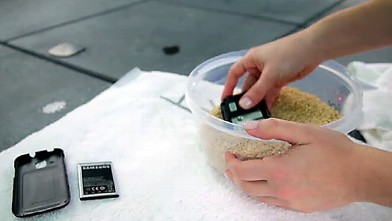 PHOTO: Placing a wet phone in rice may help dry it out.