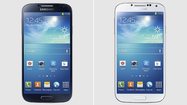 PHOTO: Samsung's Galaxy S 4 comes in two colors.