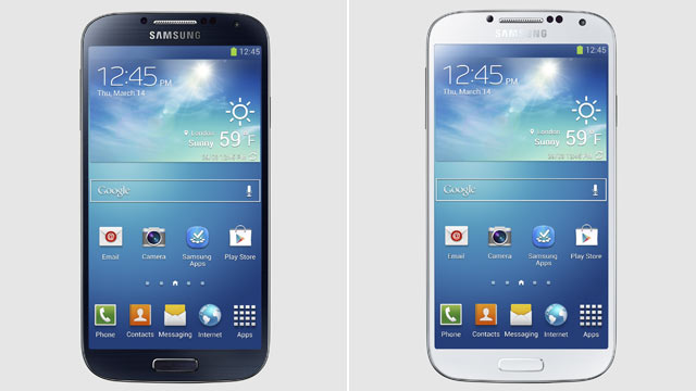 PHOTO: Samsungs Galaxy S 4 comes in two colors.