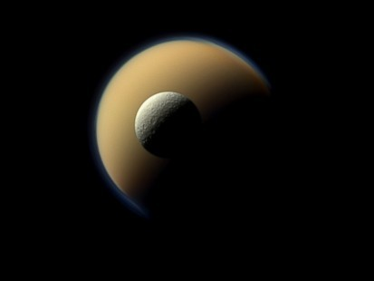 NASA Spacecraft Gives Amazing Look at Saturns Moons