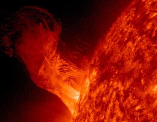 Solar flare 20 times the size of Earth