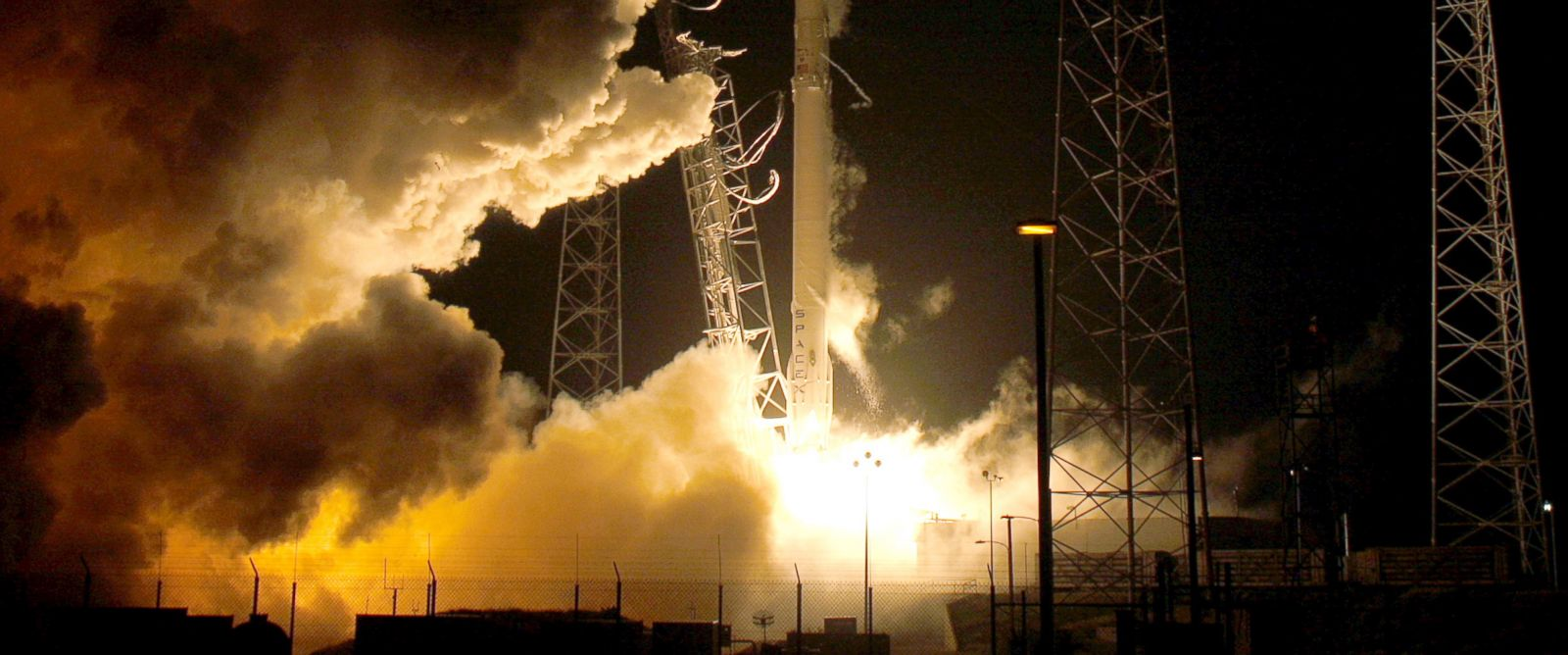 PHOTO: A remodeled version of the SpaceX Falcon 9 rocket lifts off at the Cape Canaveral Air Force Station on the launchers first mission since a June failure in Cape Canaveral, Florida, Dec. 21, 2015.