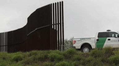 'VIDEO: Fact vs. Fiction: US Border Wall' from the web at 'http://a.abcnews.com/images/ThisWeek/171231_tw_border_1020_16x9_384.jpg'