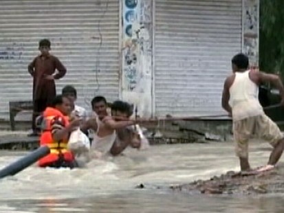 VIDEO: Getting Aid to Pakistan