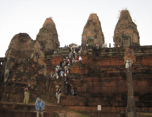 Eco-Tourists Give Back in Cambodia