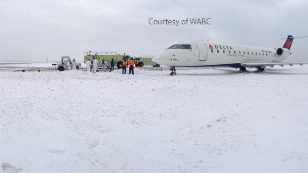 ABC WABC plane at jfk jt 140105 16x9 608 Winter Blast Batters Airlines and Passengers
