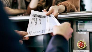 PHOTO: Here are some ways to take advantage of airfare deals.