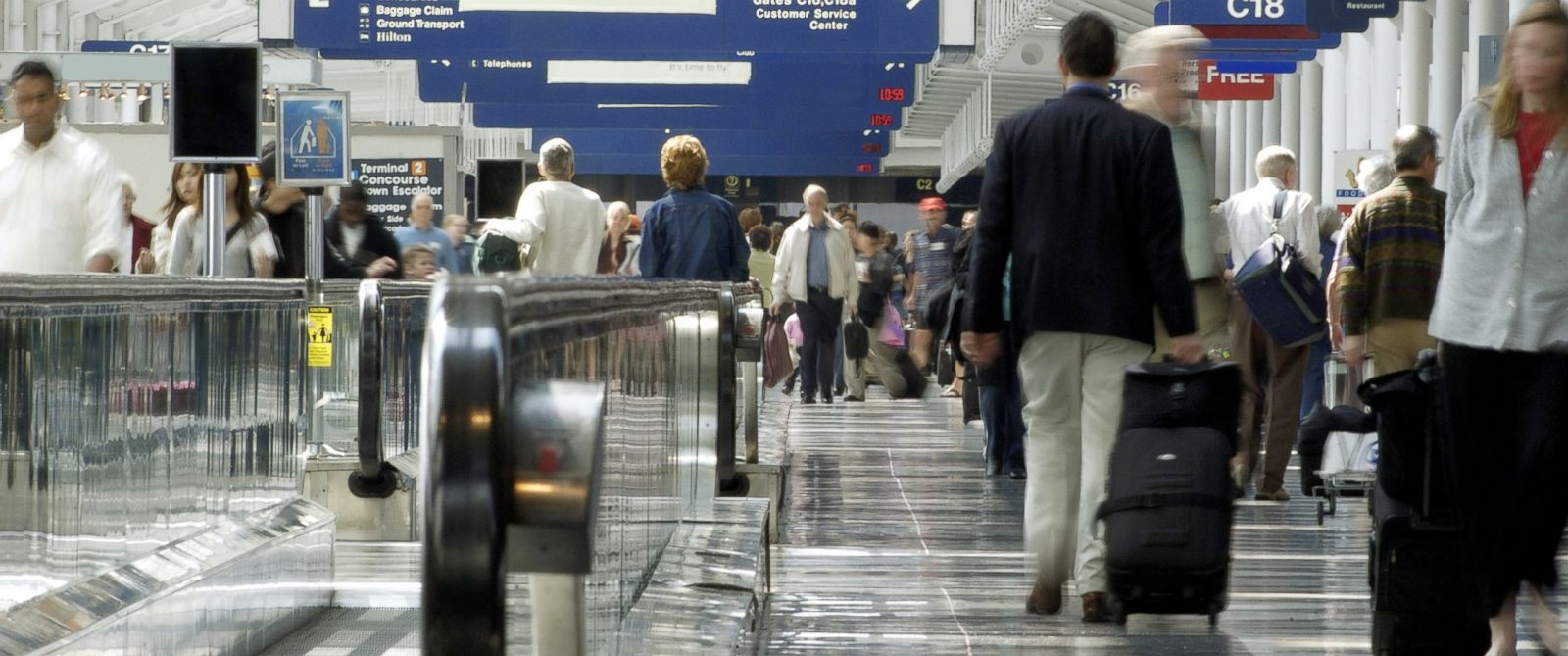 PHOTO: With more Americans vacationing than last year, airports are expecting a very busy summer