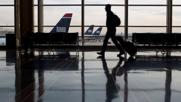 GTY airport travel nt 131125 16x9 608 5 Tips to Ensure Luggage Arrives at Your Holiday Destination